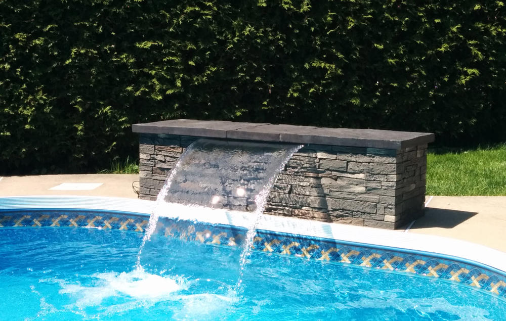 The Comportement waterfall ; for modern swimming pool